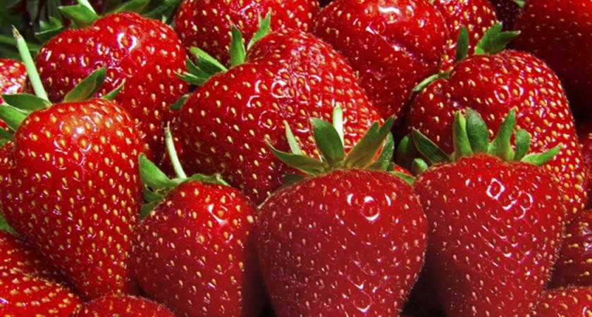 Вкусен и лесен десерт от ягоди