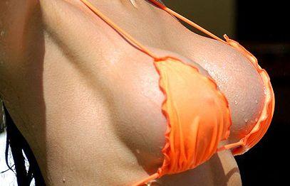 ШОК! Жените искат впечатляващ бюст, а не впечатляващ ум!