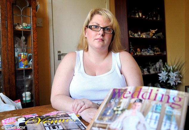 Нещастна: Клер твърди, че е огорчена от отношението в бутика