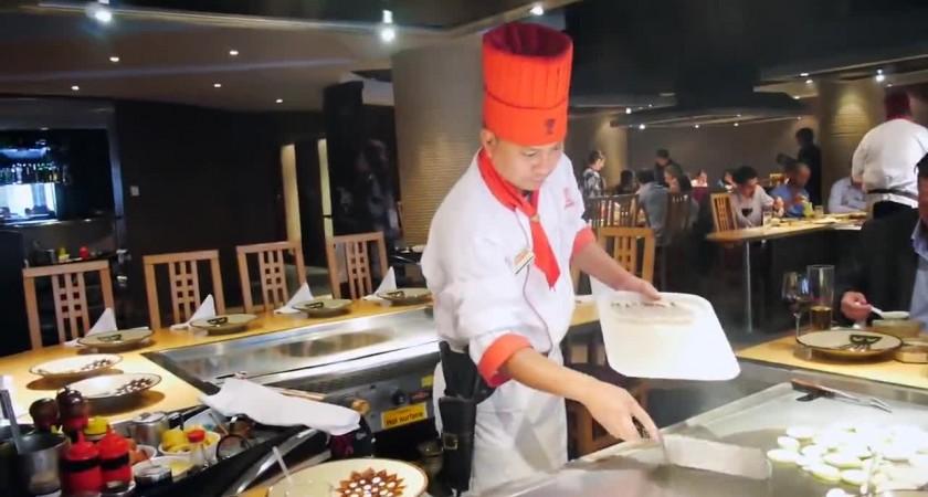 Този забавен готвач ще ви очарова! (ВИДЕО)