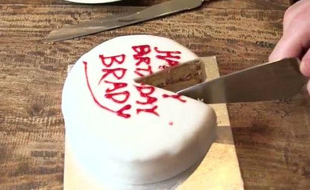 Как трябва да се реже тортата, за да е винаги сочна и вкусна?
