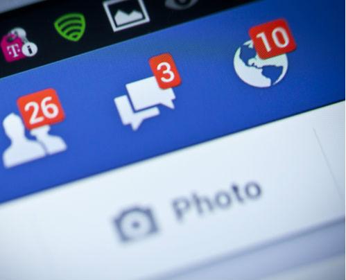 Цял ден виси във Фейсбук, къщата ни заприлича на кочина