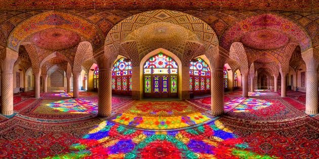 pystri cvetove v hram