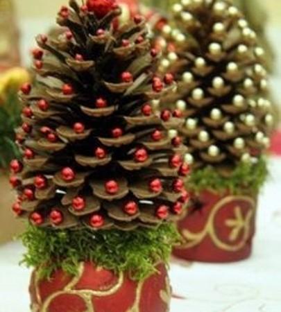 Как да си направим мини коледно дърво от шишарки?