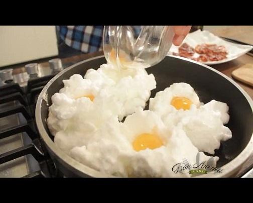 Яйце в облак