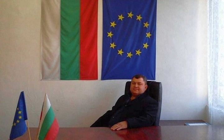 Български кмет дарява цялата си заплата на болни и нуждаещи се