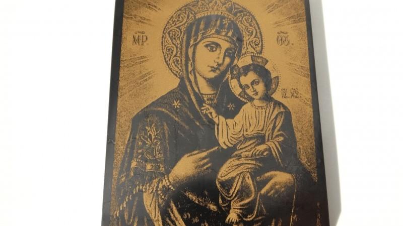 Чудотворни икони от шунгит пазят от болести и хармонизират дома